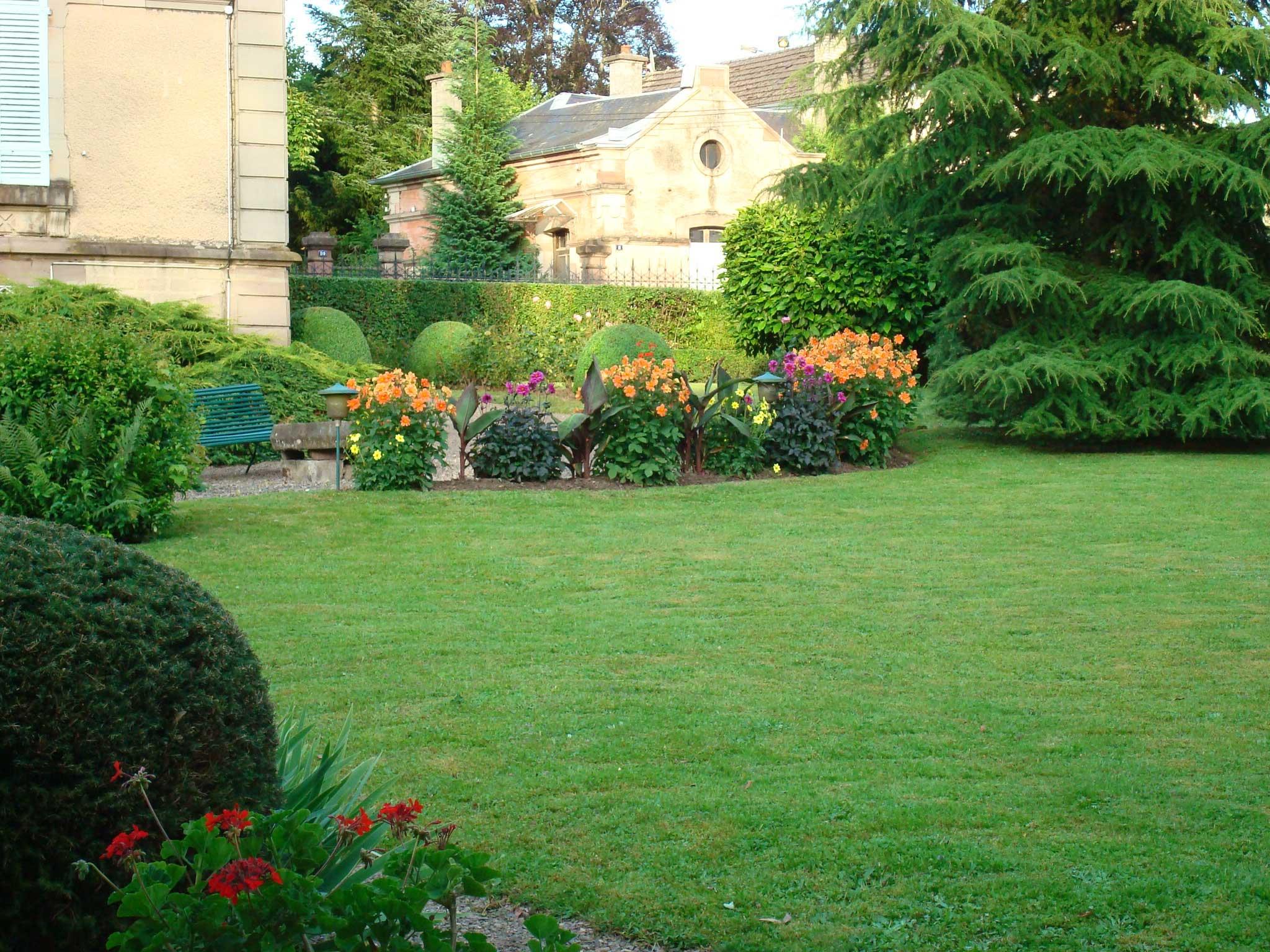 Nos r alisations paysagiste bcs paysage for Entretien jardin 16